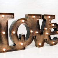 Letras Luminosas LOVE oro viejo