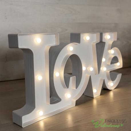 Letras LOVE luminosas blancas